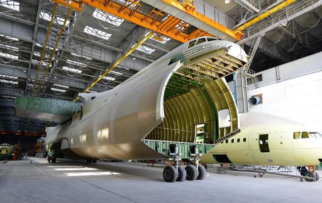 "Фото: фюзеляж другого примірника Ан-225 у цеху ДП ""Антонов"" (Antonov.com)"
