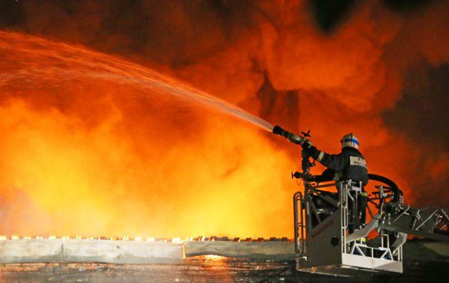 Фото: пожежа на складі в Москві