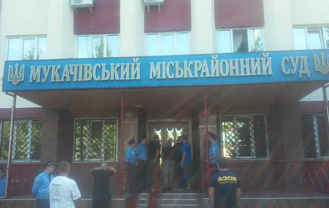 Суд на солдатами «Правого сектора» вМукачево вылился вбеспорядки: появились видео