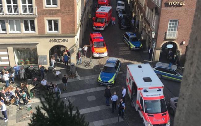 Теракт у Німеччині: автомобіль в'їхав унатовп людей