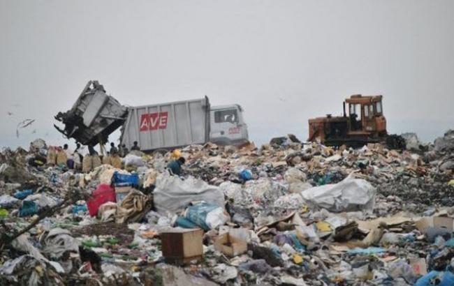 Фото: Часть львовского мусора уже оказалась на местной свалке (zn.ua)