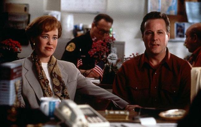 """Фото: Джон Херд та Кетрін О`Хара у фільмі """"Один удома 2: Загублений у Нью-Йорку"""" (imdb.com)"""