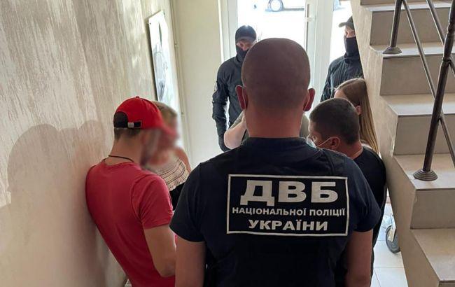 Нападали на силовиків і бізнесменів: у Харкові затримали банду