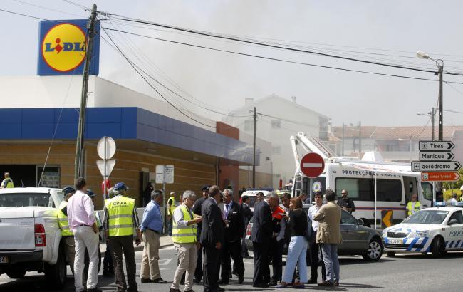 Фото: место падения легкомоторного самолета в Португалии