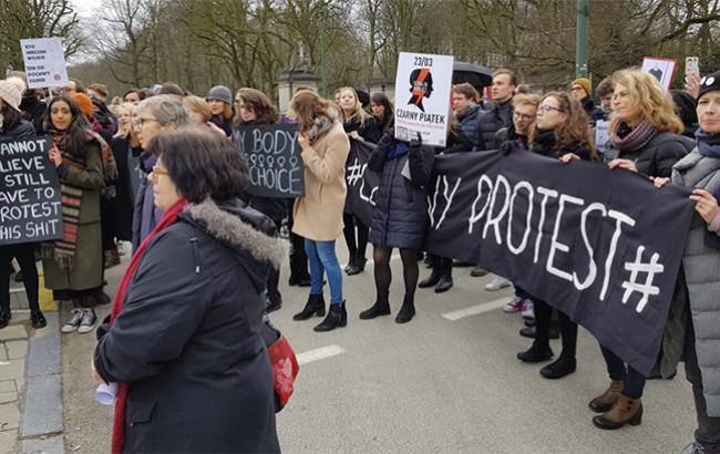 Фото: протесты в Варшаве (mcostariba/twitter)