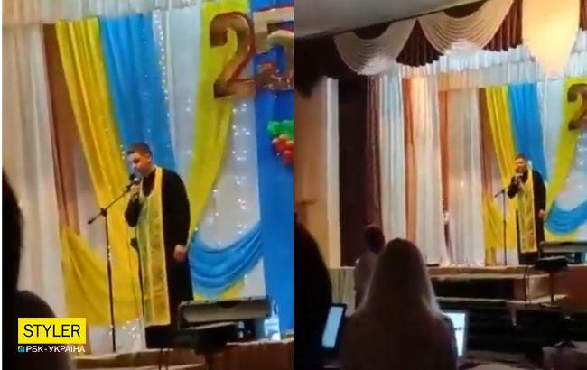 Під Дніпром священник обізвав глядачів у залі: відео обурило мережу
