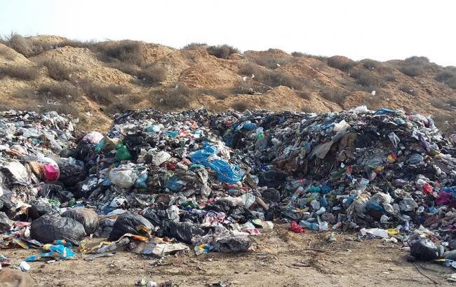 В Одеській області вивантажили львівське сміття