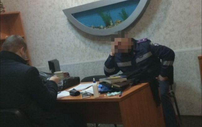 Фото: задержанные полицейские