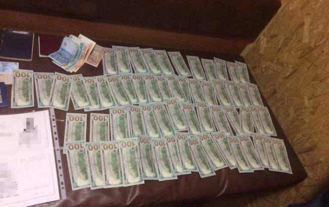 Запорожский чиновник присвоил 3 млн грн госсредств ипытался убежать вКрым