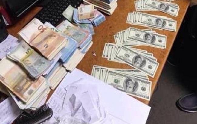 СБУ перекрила канал нелегального виведення валюти з України