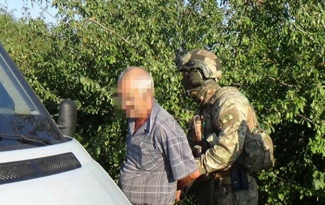Фото: задержание информатора ДНР в Славянском районе (пресс-центр СБУ)