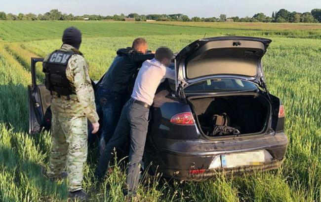 В Черниговской области на взятке задержали трех должностных лиц полиции