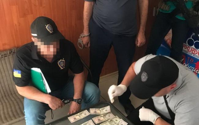СБУ викрила на хабарі посадовця Одеської митниці