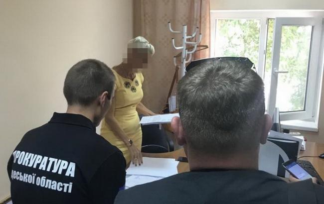 У Одесі затримали на хабарі чиновницю міськради