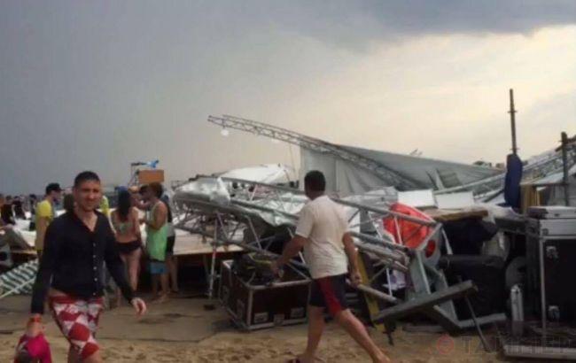 Фото: ураган повалил сцену на фестивале Z-Games