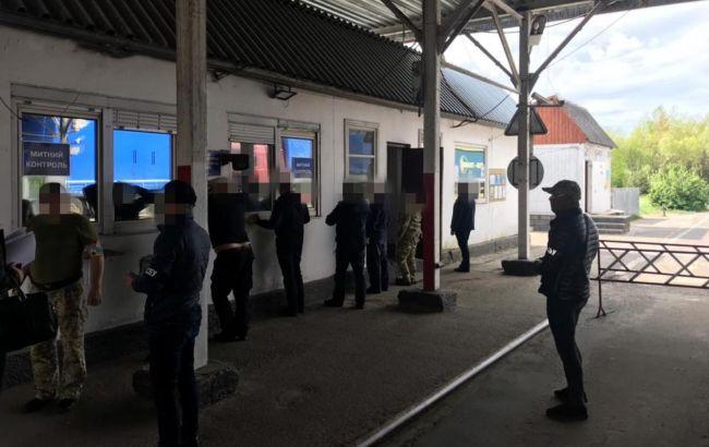 """Масштабну схему з ввезення в Україну """"євроблях"""" викрили у Волинській області"""