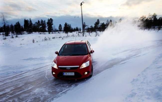 Фото: Вождение в гололед (AvtoMotoSpec.ru)