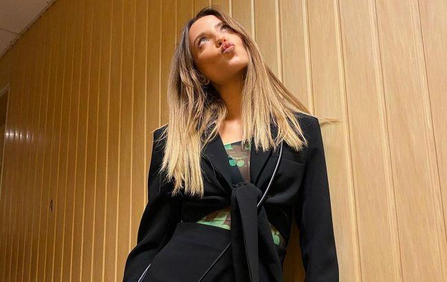 Томный взгляд и тату на шее: Надя Дорофеева восхитила фанатов вызывающим селфи
