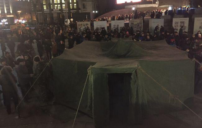 Фото: намет на Майдані