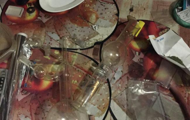 Фото (прес-служба прокуратури міста Києва): нарколабораторію виявлено у приватному будинку