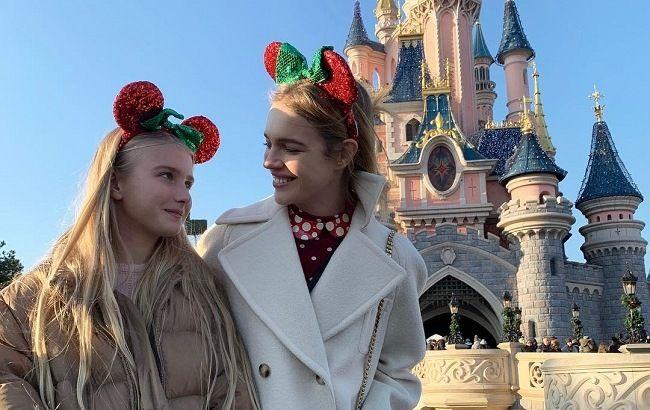 Словно подруги: Наталья Водянова показала подросшую дочь