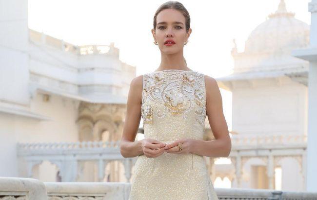 Безупречна: Наталья Водянова в соблазнительном платье-комбинации блистает на Неделе моды в Париже