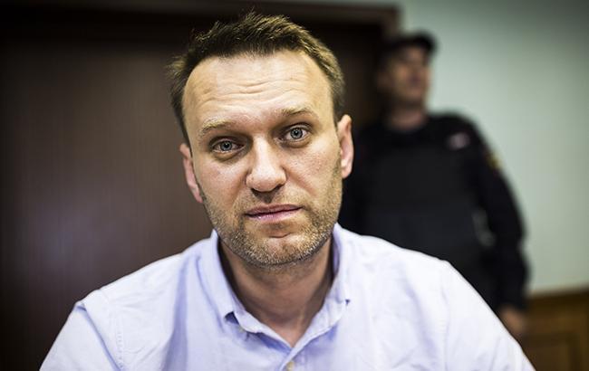 Навальний тягне Путіна всуд