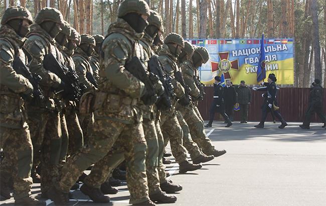 День Нацгвардії: прапороносцю Порошенко стало погано в прямому ефірі (відео)