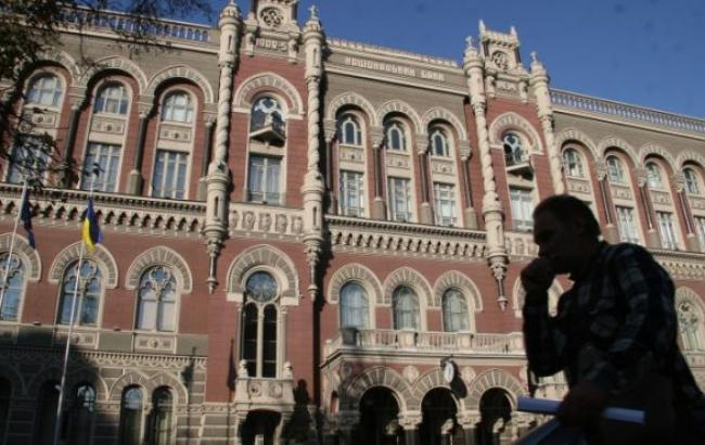 НБУ на 6 квітня підвищив курс гривні до 23,30 грн/дол