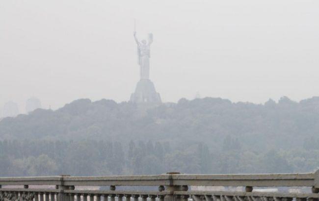 Фото: смог у Києві викликали вихлопні гази авто