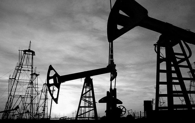Цены нанефть снижаются напрогнозах больших объемов добычи ОПЕК иСША