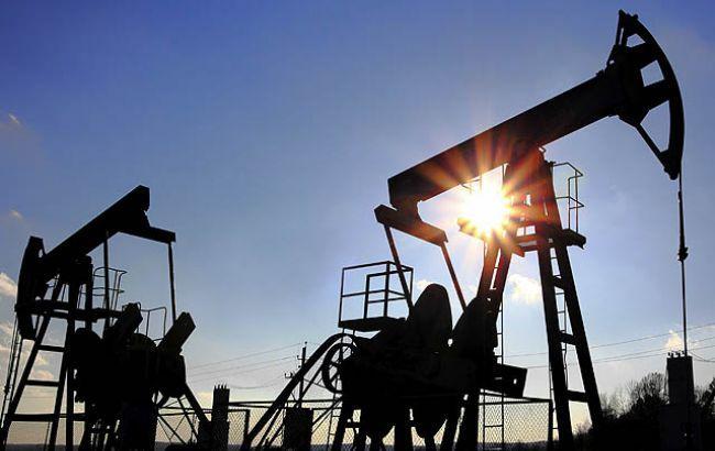 Цена нефти Brent упала ниже 52долл. забаррель