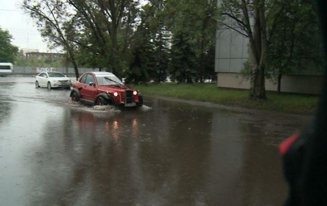 Злива затопила вулиці Дніпра