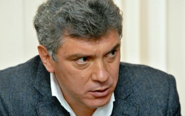 В Москве попытались убрать мемориал Немцова на мосту