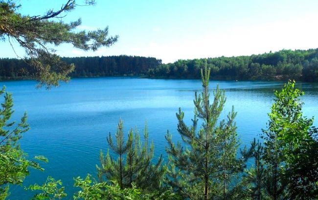 Идеальный летний отдых: бирюзовые озера в украинской глубинке, которые удивляют красотой