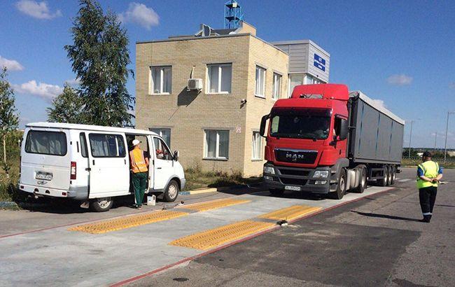 Фото: фура на весовом контроле (new.ck.ukravtodor.gov.ua)