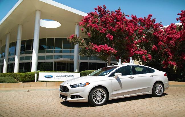 Фото: Ford анонсировал выпуск автомобиля без руля и педалей (сайт компании)