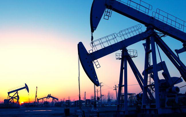 Нефть Brent торгуется ниже 56 долларов забаррель