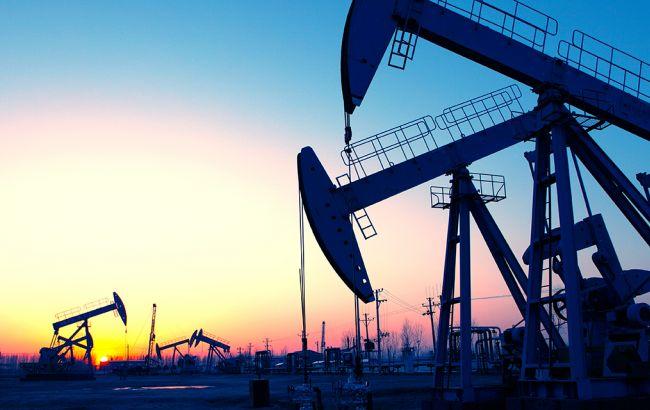 Нефть дешевеет наукреплении доллара иопасениях роста добычи вСША