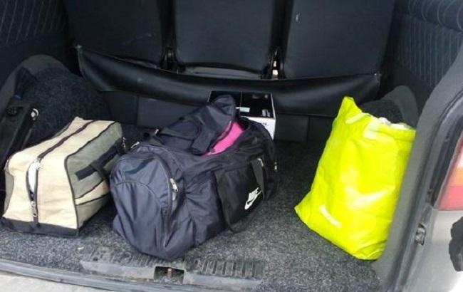 Фото: денежные средства обнаружили в дорожных сумках