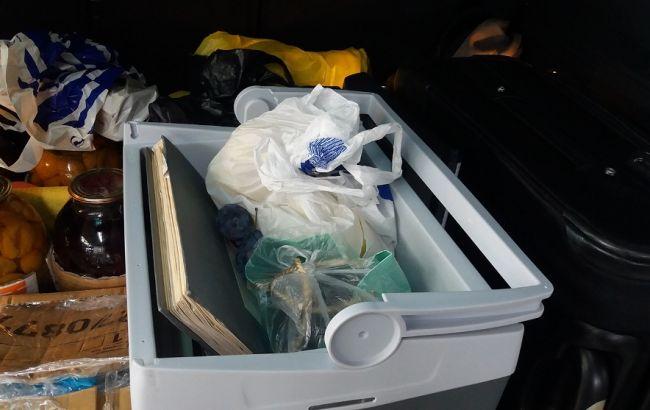 Фото: документацию провозили в автомобильном холодильнике