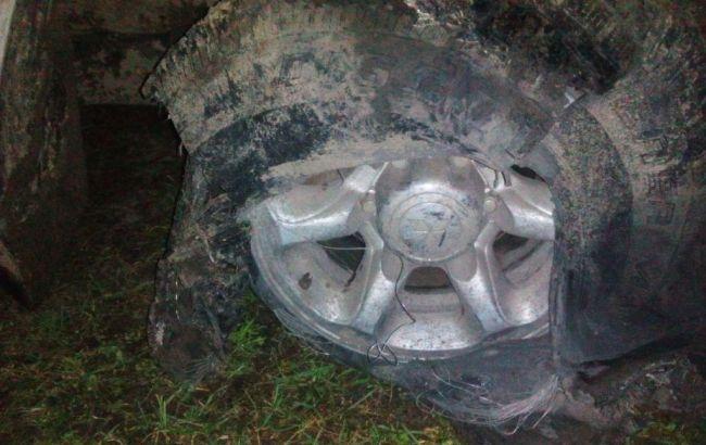 Фото: пошкоджений автомобіль контрабандистів