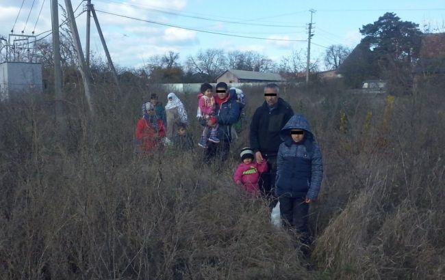 Фото: задержанные на Закарпатье нелегалы