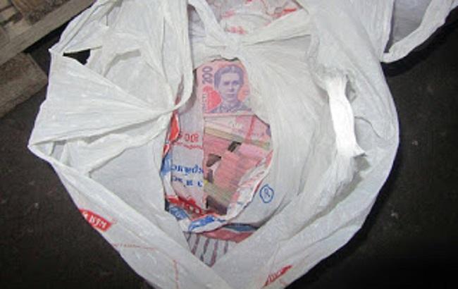 Фото: вилучена на КПВВ готівка