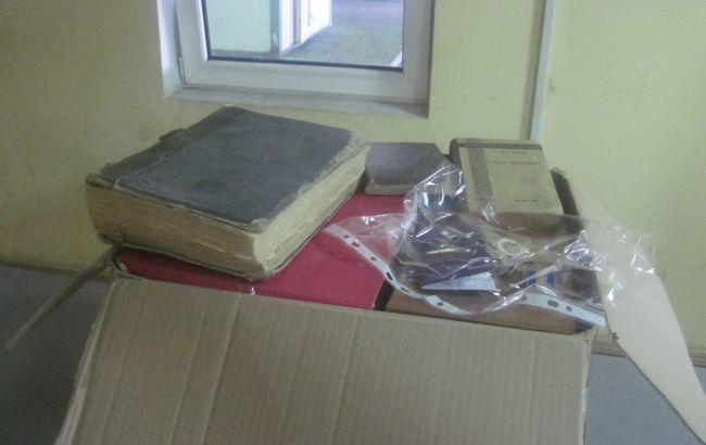 Фото: старовинні книги на кордоні з РФ (прес-центр ДПСУ)