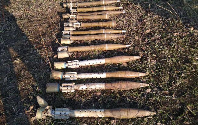 Фото: обнаруженные на Донбассе российские боеприпасы (пресс-центр ГПСУ)
