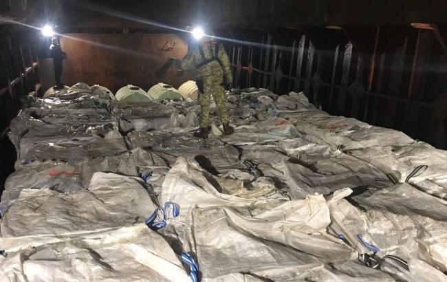 ВЧерном море задержали корабль с практически 2 тыс. ящиков контрабандных сигарет