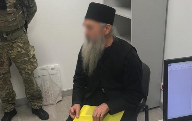 """В аеропорту затримали """"болгарського"""" священика з паспортом РФ"""
