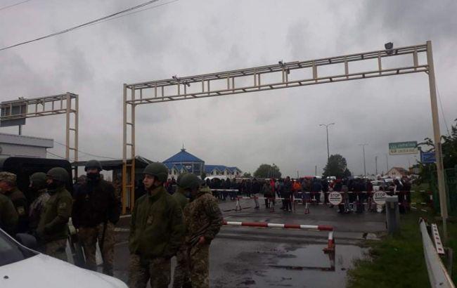 """Пропуск на пункте """"Тиса"""" возобновили. Пограничники подтянули дополнительные силы"""