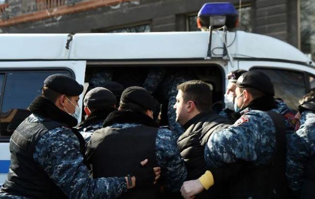 В Ереване устроили протест за отставку Пашиняна. Начались задержания